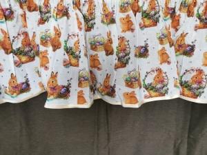 """Kész rövid, dekor fodor """"husveti nyulak"""" méretei: 280 × 45cm"""