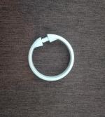Krúžok plastový na zahaknutie farba – biela