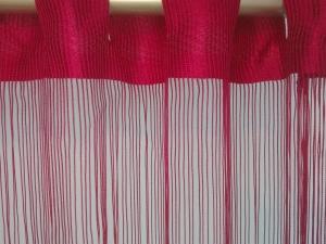 Šnúrková bordová záclona, rozměru 250 × 300cm ( poslední kus )