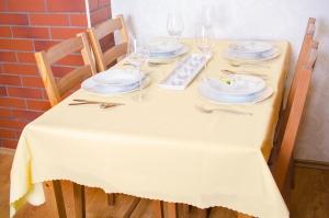 Krém teflonos asztalterítő, méretei: 140 x 200 cm