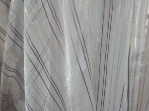 Jediný kus hotové záclony č.:1335 výšky: