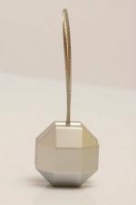 Magnetka ocelová na závěs nebo záclonu ve tvaru: pětiuhelník a odstínu: matní stříbro, rozměru: 35cm