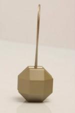Magnetka ocelová na závěs nebo záclonu ve tvaru: pětiuhelník, odstínu: platyna a rozmeru: 35cm