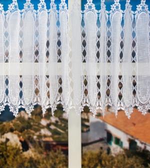 Záclona metrážová krajková biela vitrážka