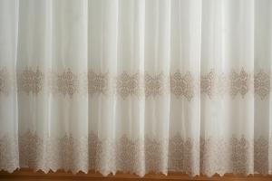 Voile, fényáteresztő függöny, méterárú sima krém színű H2