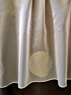 """Voile, krém fényáteresztő függöny, hímzett voile méterárú """"64"""" utolsó 3,6m"""