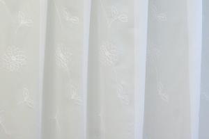 Záclona bíla metrážová voál T/4987