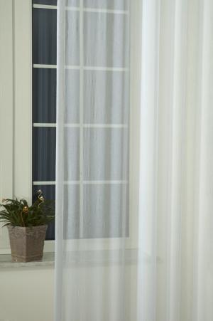 Gyűrt fényáteresztő függöny méterárú fehér színű