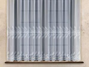 Hotová bíla záclona vyšívaná