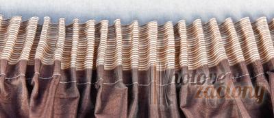 Záclona metrážová bíla žakarová vitrážka s barevním motívem