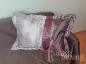 Dekoratívny návlek fialový pás rozmerov: 50cm × 70cm