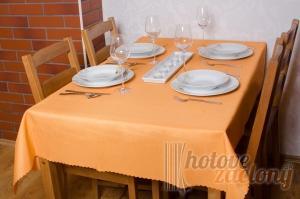 Teflonový obrus rozmerov: 140 x 140cm oranžový